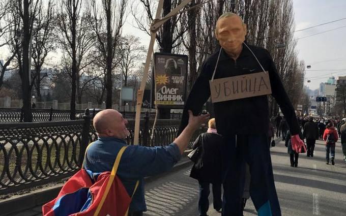 """Как в Киеве """"вешали"""" Путина: появились фото"""