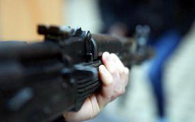 В Одессе пьяный мужчина устроил стрельбу по прохожим: видео штурма квартиры стрелка