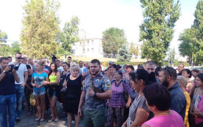 """Активісти """"Азова"""" заявили, що беруть Лощинівку під контроль: з'явилися фото і відео (1)"""