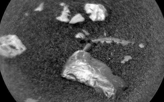 Маленький Колонсей: NASA показало фото необычной блестящей находки на Марсе (1)