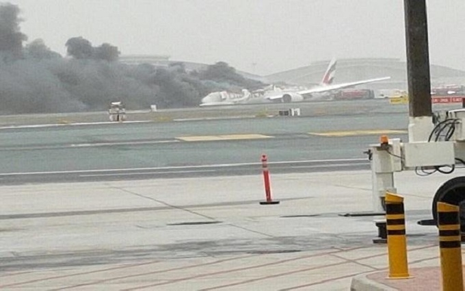 Аварія літака в Дубаї: з'явилося відео моменту катастрофи