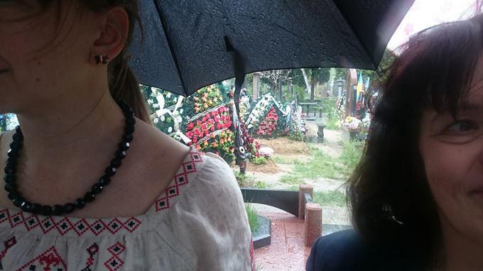 Савченко прийшла на могили загиблих друзів: з'явилися фото (1)