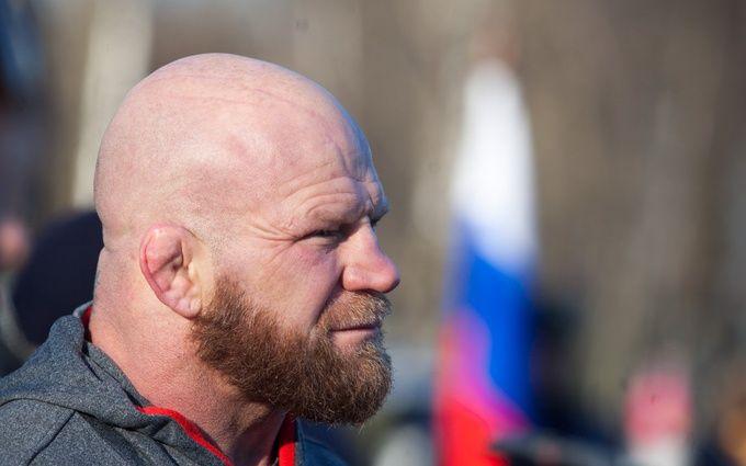 Скандальный американский боец получил вЛуганске спонтанное звание