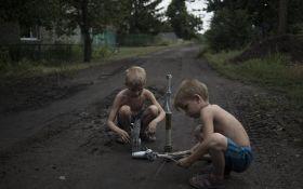 Діти і міни: фото з цинічними російськими журналістами на Донбасі шокувало мережу