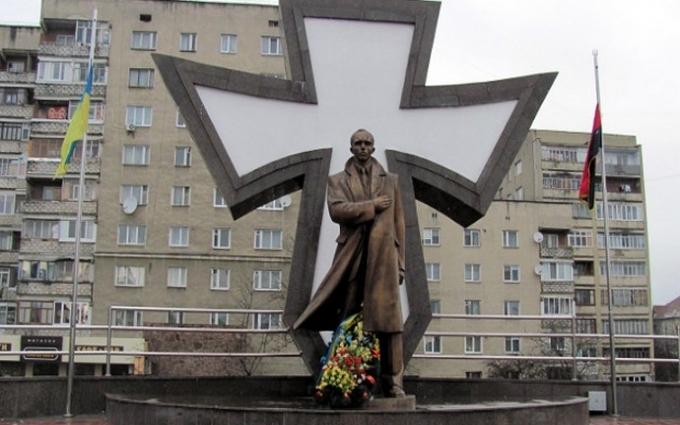 Дивні ці росіяни: в соцмережах коментують появу проспекту Бандери в Києві