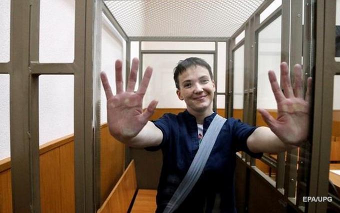 Как же они ее боятся: Савченко доставили в суд под охраной автоматчиков