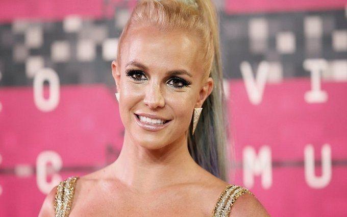Американська поп-зірка підірвала соцмережі старим фото топлес
