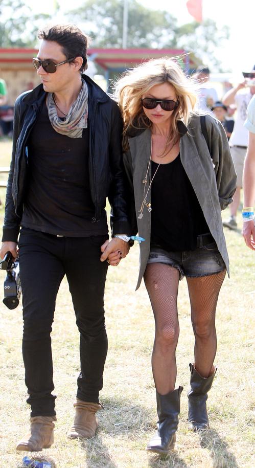 Як одягаються королеви рок-н-ролу: кращі образи Кейт Мосс на фестивалі