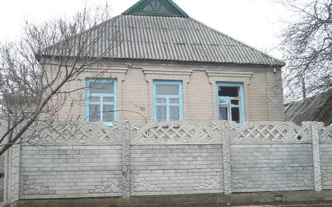 Боевики обстреляли мирные дома на Донбассе: появились фото