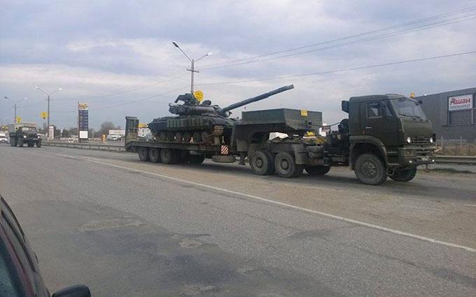 Росія продовжує перекидати військову техніку до Криму: з'явилися нові відео