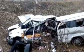 В России автобус с украинцами попал в ДТП, есть погибшие: опубликовано видео с места