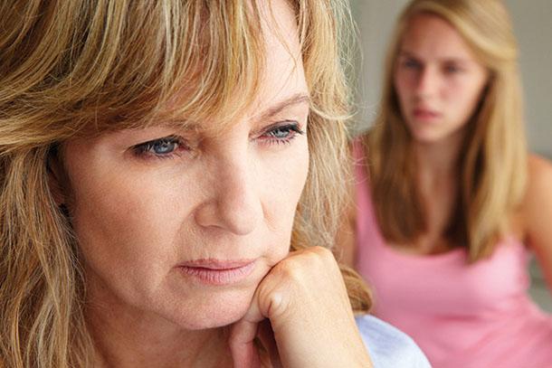 Специалисты выяснили, почему менопауза вызывает частую мигрень