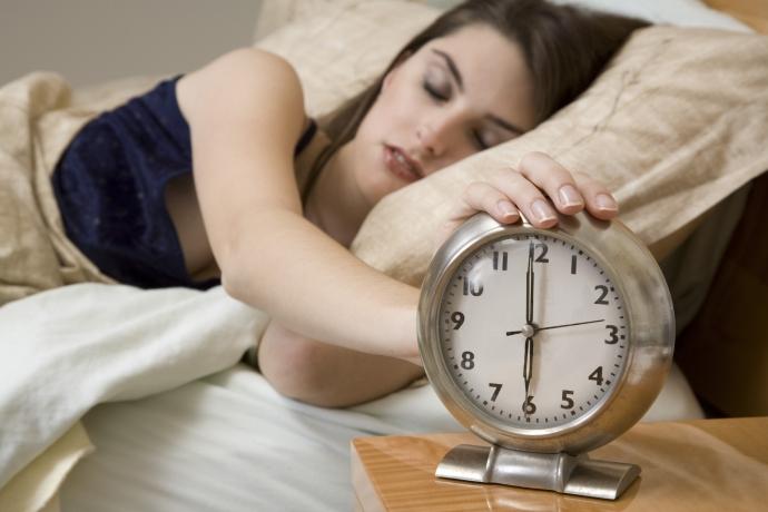 Тривалий сон у вихідні необхідний організму