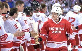 Цирк на льоду: Путін зіграв в хокей з російськими олігархами та депутатами (опубліковані фото)