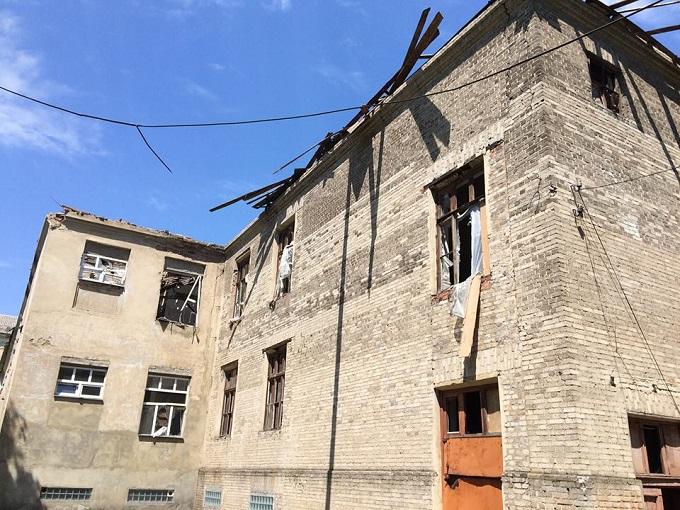 Жебрівський показав фото обстріляної бойовиками школи у Красногорівці (1)