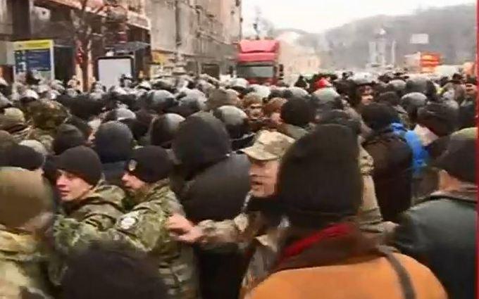 """""""Третий Майдан"""" разгонять не будут, а в центре Киева произошла стычка: появилось видео"""