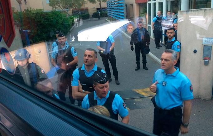 Французский спецназ совершил облаву на российских фанатов: опубликованы фото и видео