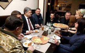 Порошенко поїв піци з ветеранами: з'явилися фото