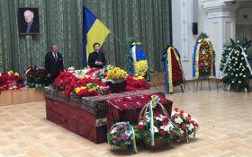 У Києві поховали Бориса Олійника: з'явилися фото