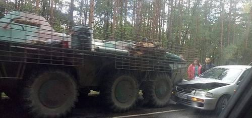 ДТП з бойовою технікою сталося на Рівненщині: опубліковані фото (1)