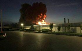 Під Києвом горіло фармацевтичне підприємство: опубліковані відео пожежі