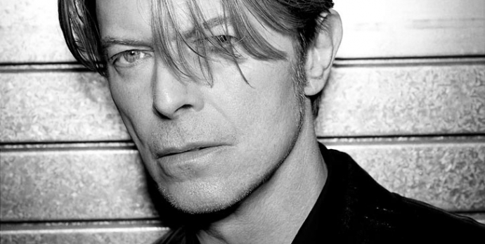 Тело культового рок-музыканта Дэвида Боуи тайно кремировали
