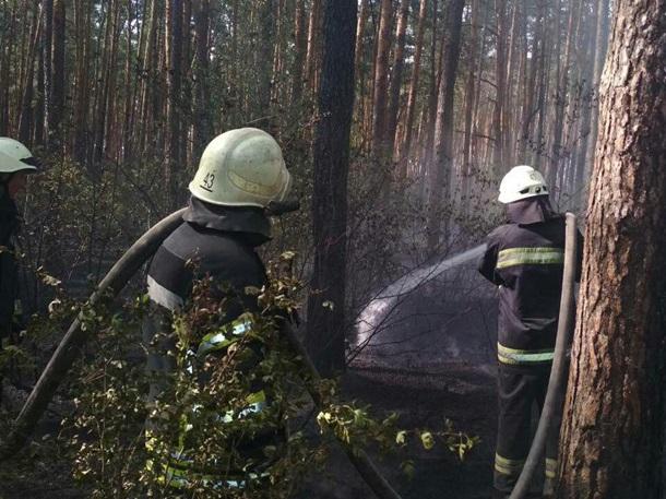В Києві спалахнула масштабна пожежа біля ТЕЦ-6: опубліковані перші фото (2)
