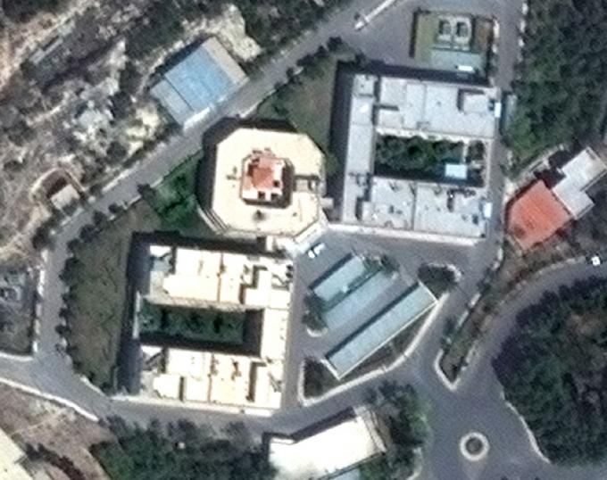 Мощный ракетный удар по Сирии: появились зрелищные фото последствий (1)