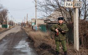 Боевики на Донбассе, не скрываясь, воюют из школы: появилось фото