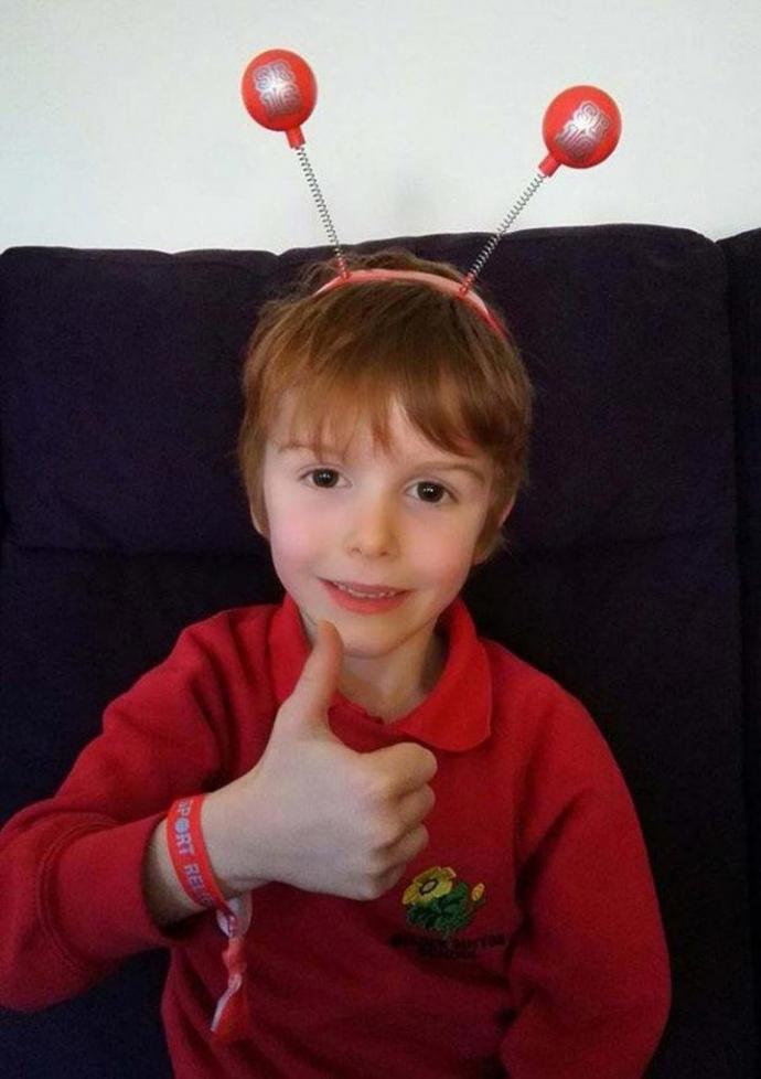7-летний мальчик променял подарки на день рождения на помощь хоспису, где умерла его мать (1)