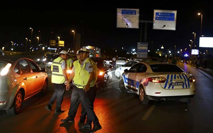 В аеропорту Стамбула прогриміли два вибухи, є загиблі і поранені: з'явилися фото і відео