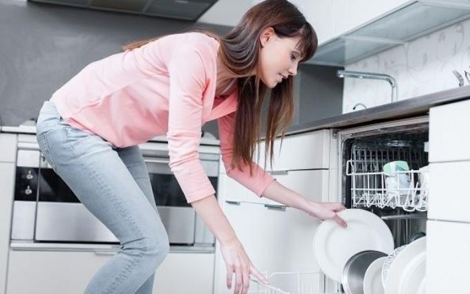 Ручная работа: что нельзя мыть в посудомоечной машине