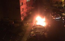 В Киеве сожгли автомобиль: опубликованы фото и видео