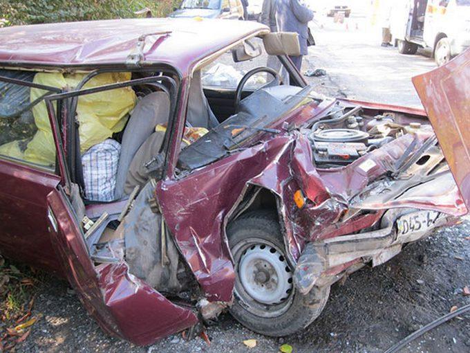 У страшній ДТП під Вінницею авто перетворилися на коржі, є загиблі: з'явилися фото і відео (1)