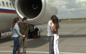 Появилось видео с российскими ГРУшниками, которых встречают жены