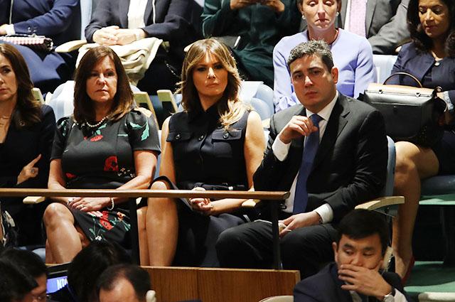 Сукня з підтекстом: наряд Меланії Трамп на Генасамблеї ООН викликав суперечку в соцмережах (2)