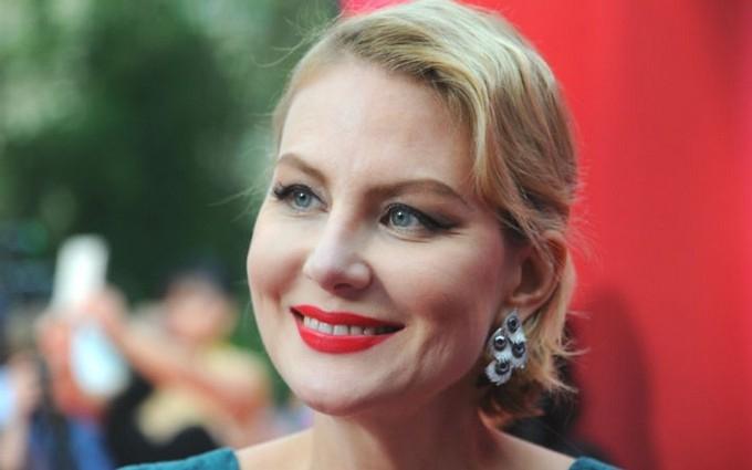 Російська актриса показала мокру Земфіру: опубліковані фото і відео