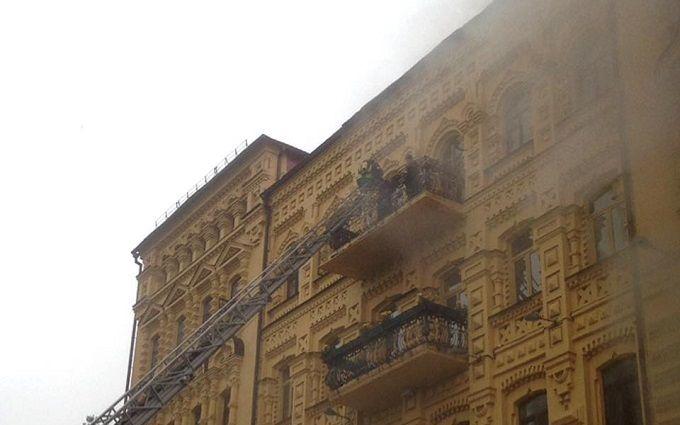 У легендарному місці Києва спалахнув старовинний особняк: з'явилися фото