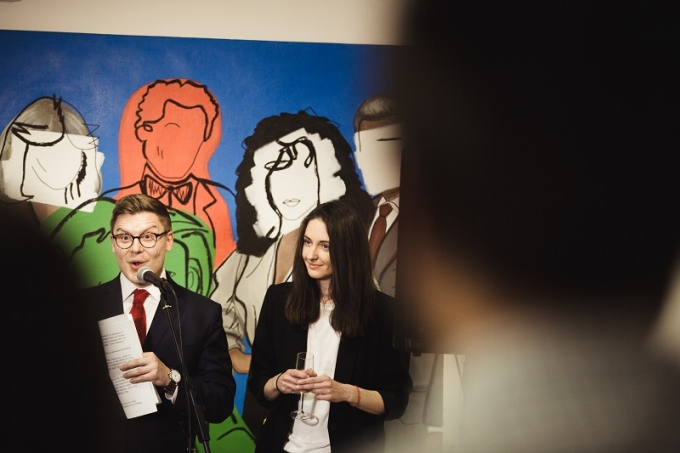 «Шик-модерн»: у Києві відкрилась виставка робіт молодої української художниці (1)