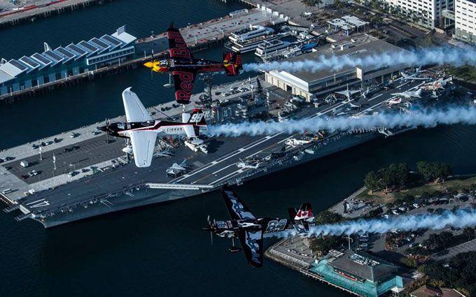 В США прошел чемпионат мира по авиаслалому: появились яркие фото и видео