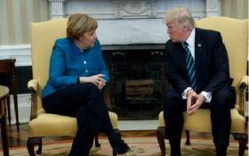 Трампа затролили через інцидент з Меркель: з'явилися фото
