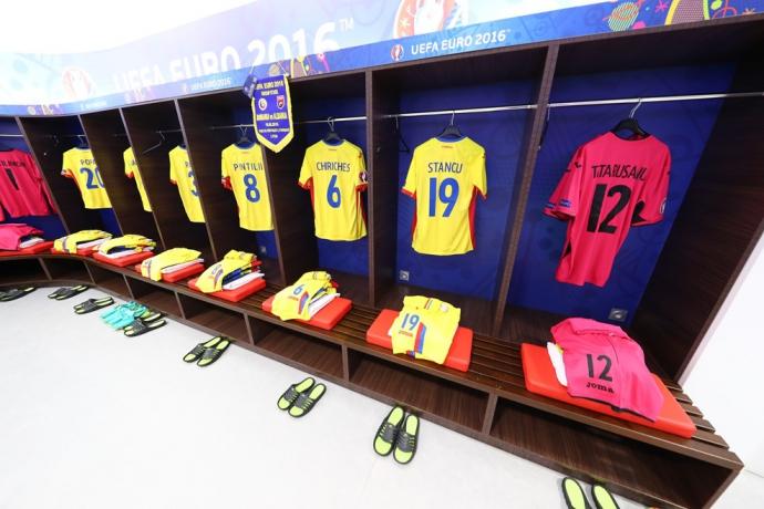 Евро-2016: хронология матчей третьего тура в группе А (9)
