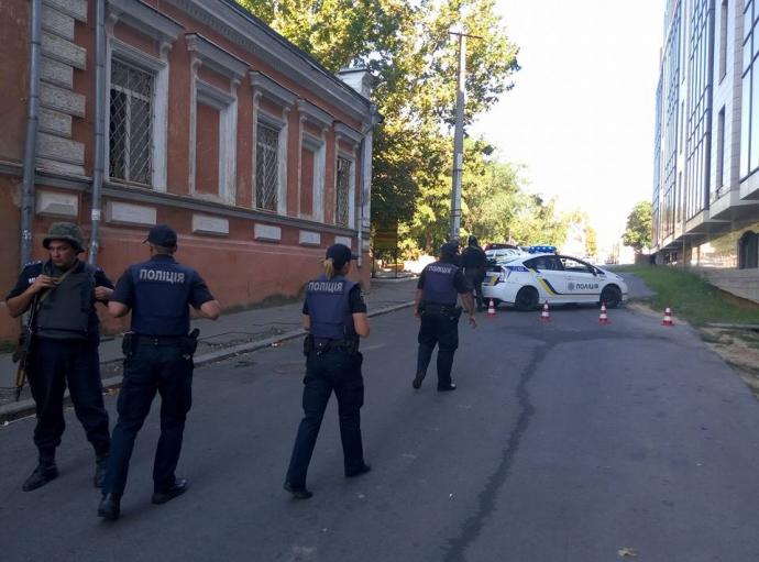 Херсон підняли на вуха озброєні силовики в центрі міста: з'явилися фото (1)