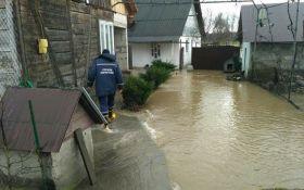 Закарпатье затопил мощный паводок: опубликованы фото и видео