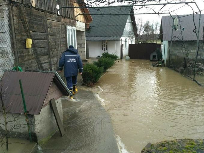 «Большая вода» наЗакарпатье: подтоплено свыше тысячи домохозяйств в 9-ти районах