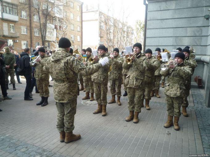 В Киеве открыли памятник белорусам, погибшим за Украину: появилось видео и фото (2)