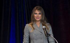 Як людина-павук: мережу розсмішило нове фото Меланії Трамп