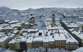 Львів засипало снігом: в мережі публікують видовищні фото