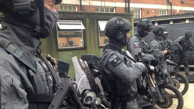 У центрі Лондона чоловік з ножем напав на перехожих: опубліковані фото (1)