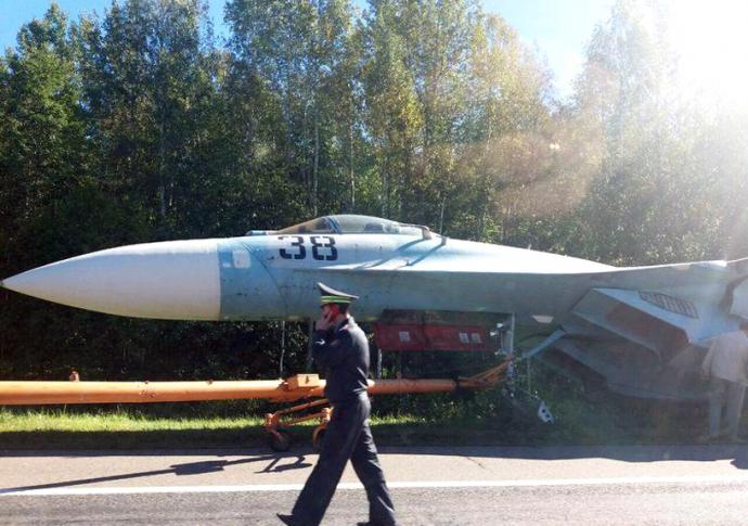 У Білорусі сталася ДТП за бойовим літаком: з'явилися фото (1)